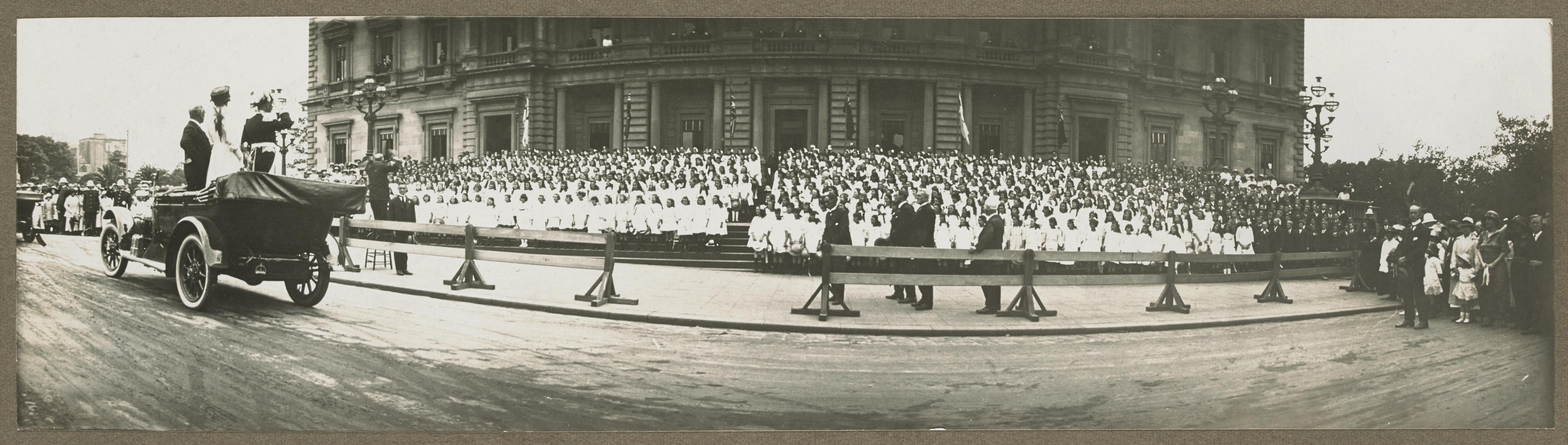 School children outside the Old Treasury Building.