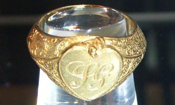 Gold signet ring from the Royal Charter