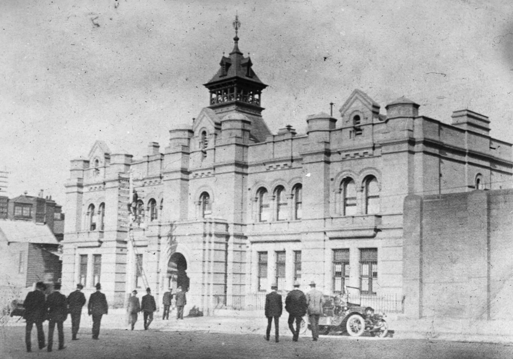 The 'new' City Watch House in 1909. State Library of Victoria image.